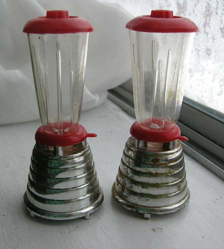 VINTAGE RETRO PLASTIC STAINLESS STEEL BLENDER SALT AND PEPPER SHAKERS