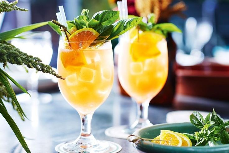 Long lazy weekend, a relaxed lunch pending? This is the easy, loveable cocktail to serve today.