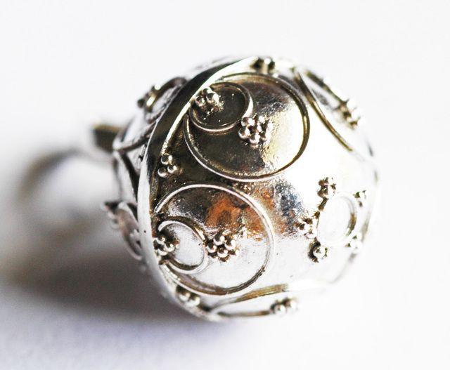 しゃらんと音の鳴るバリ島シルバーペンダント[Silver925]三日月模様ガムランボール(12mm/SSサイズ)
