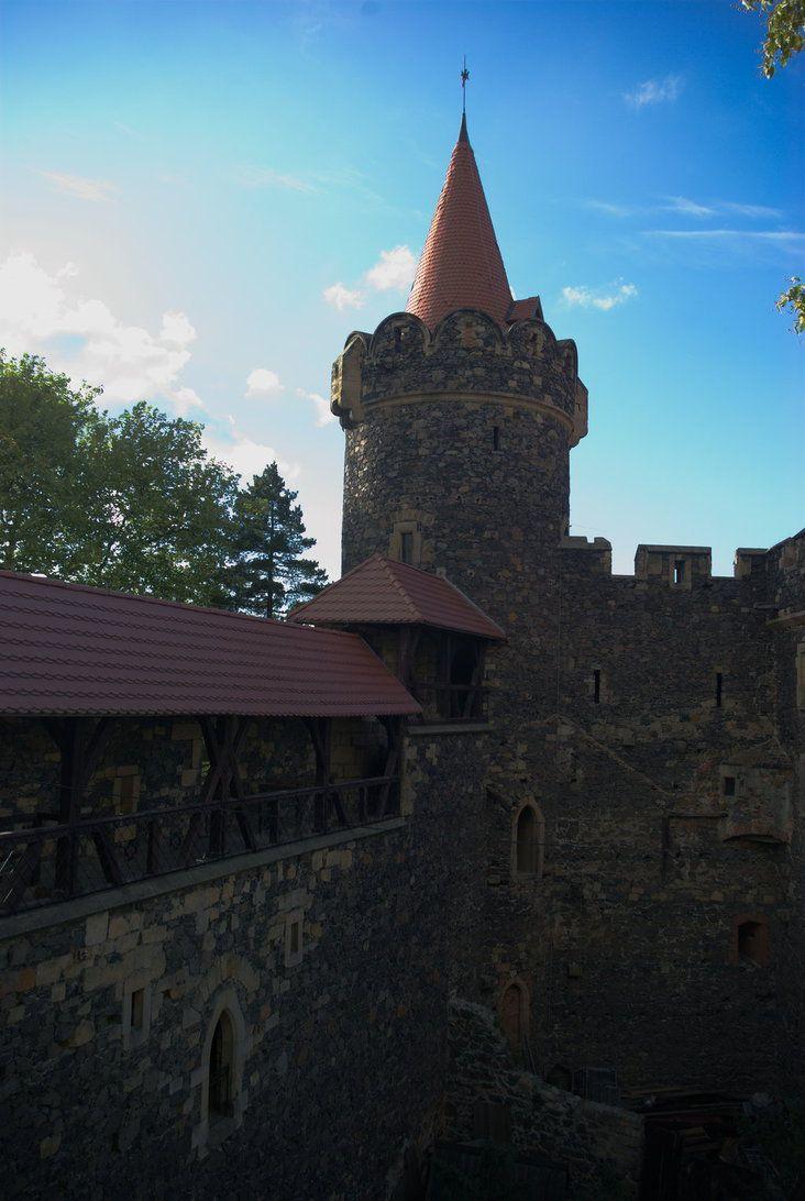 tower of the castle in Grodziec (Poland) by Wodzionka81