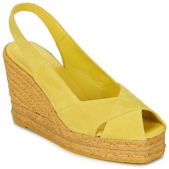 Sommerliche #sandale mit #keilabsatz von Castaner - ideal zum luftigen #kleid oder auch zu trendigen #shorts. Gelb macht einfach gute Laune! #damenschuhe #sommermode