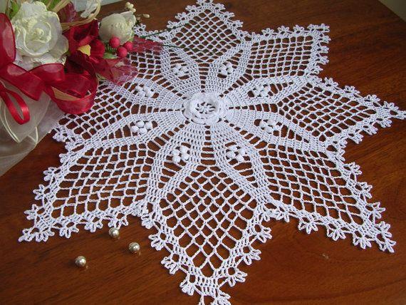 Fine lace crochet doily handmade FRENCH STAR Size: diam. 43 cm. Material: 100% cotton Colour: white Condition: Nuovo, new