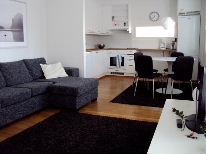 One-bedroom apartment in Turku, Finland. Does your work require traveling? Are you fed up with hotels? Did you have to leave your apartment... ...because of plumbing work or water damage? Would you still want to feel at home? Kotimaailma offers its customers an excellent alternative to a hotel.