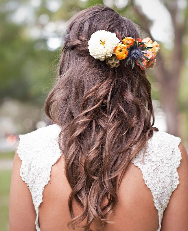 What a wonderful way to play with the color scheme of your wedding! We love the idea of putting some colorful flowers in your hair for your #idohairdo!