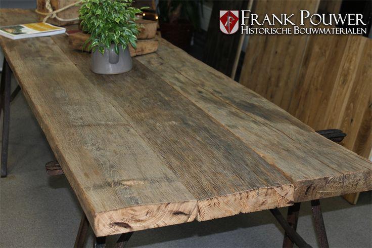 Tafel van oud eiken planken afkomstig uit een wijnpers ...