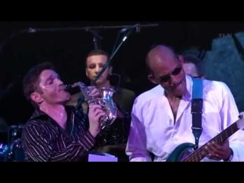 Dave Koz : You Make Me Smile                              I saw Dave Koz live @ The Gwinnett Center 6-5-15.  He opened for Barry Manilow!
