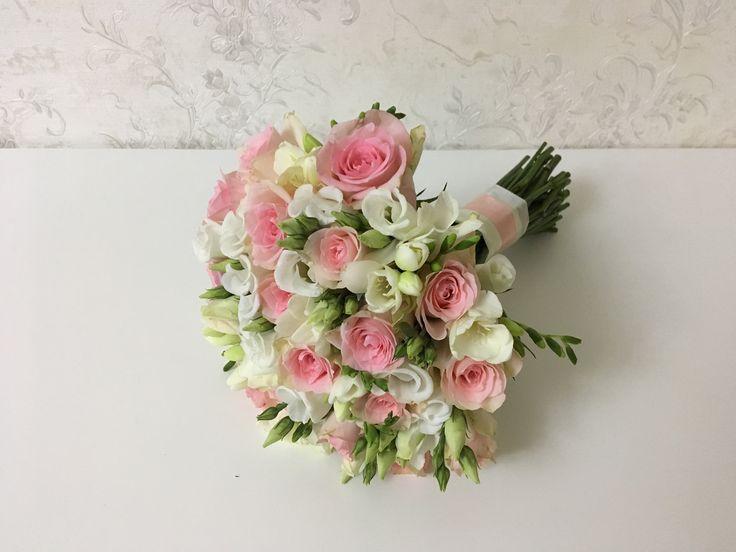 Нежный букет невесты. Розовая свадьба. Розы и фрезии