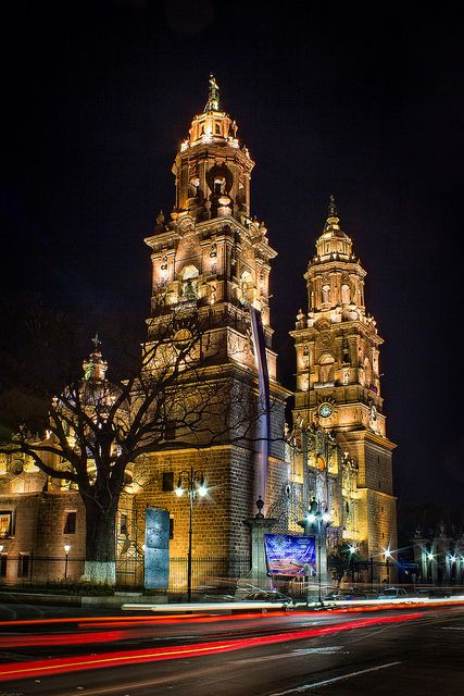 Beautiful Morelia http://www.travelandtransitions.com/our-travel-blog/mexico-2010/mexico-travel-morelia/