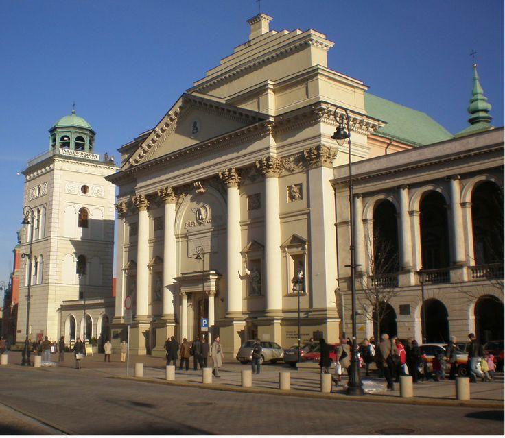 kościół św. Anny na Krakowskim Przedmieściu jest zabytkiem renesansowym, jednak druga połowa XVIII wieku podjęła się odnowy fasady. Pracami kierował Piotr Aigner. Zastosował zwielokrotniony portyk, w którym schował się skromny, prostopadłościenny portal