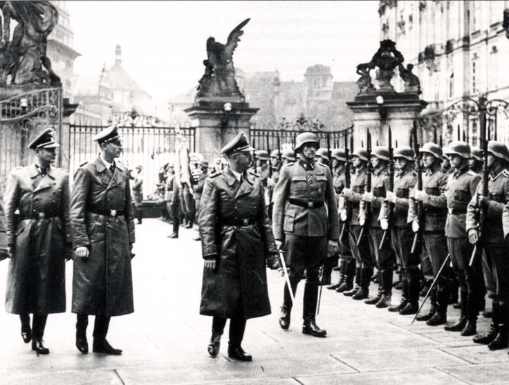 Heinrich Himmler, accompanied by Reinhard Heydrich and Karl Wolff, at Prague Castle. 29.11.1941