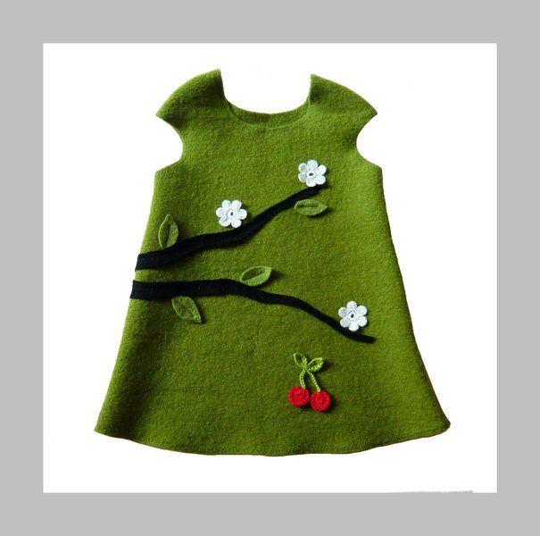 Warmes und gemütliches Kleid aus hochwertigem Wollwalk - ein fabelhaftes und praktisches Kleidungsstück für die kalte Jahreszeit! Das Kleidchen ...