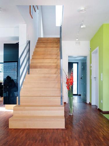 Einladendes Gesamtbild, Offen Gehaltene Treppe Die Im Raum Endet