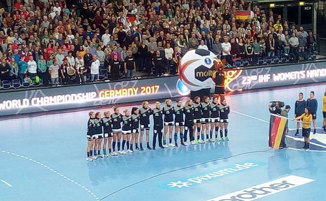 Handball WM 2017 Deutschland: Am 29. Oktober 2017 feierte der deutsche Handballbund (DHB) bei einem Festakt in Berlin 100 Jahre Handball in Deutschland. Zehn Jahre nach den letzten WM-Medaillen für den DHB, Weltmeister-Titel der Männer bei der Heim WM und Bronze für die Frauen 2007 in Frankreich, fällt die sportliche Bilanz sehr bescheiden und ernüchternd aus.
