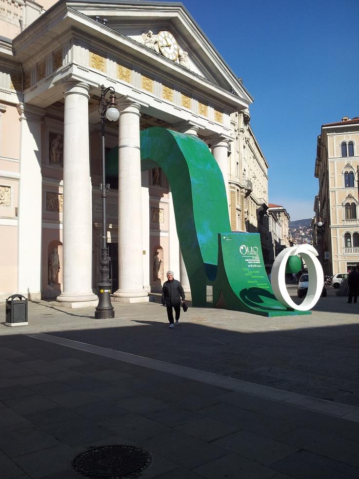 Installazione: come rovinare una splendida piazza :-(
