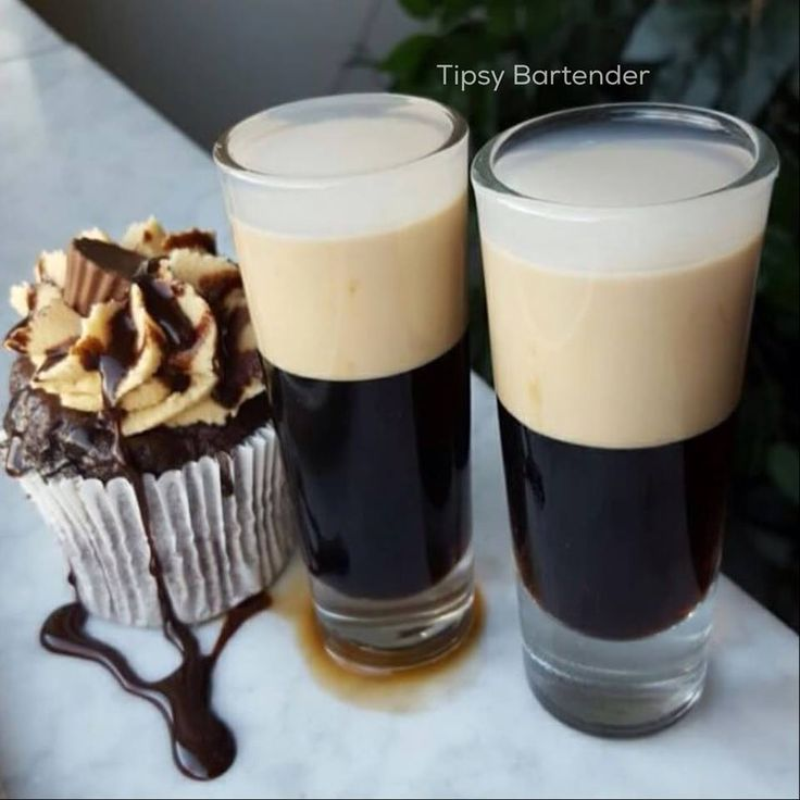 Peanut Butter Cake Shot - For more delicious recipes and drinks, visit us here: www.tipsybartender.com