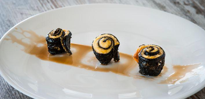 Falso sushi fritto.  Per leggere la ricetta: http://myhome.bormioliroccocasa.it/myhome/it/home/spazio-alle-idee/idee-chef/Falso-sushi-fritto.html