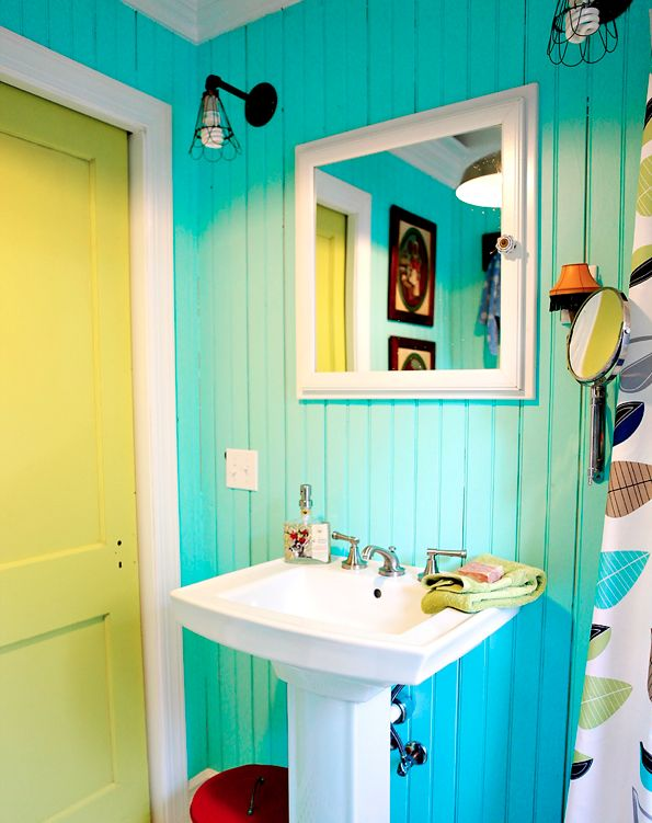 Love these #brightcolors in the bathroom. via BrightBazaar: Bathroom Color, Kids Bathroom, Beaches House, Color Combos, Bright Color, Bathroom Ideas, Bathroom Colour, Color Bathroom, Bright Bathroom