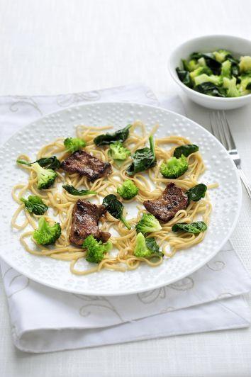 Pasta met runderlapjes, broccoli en spinazie