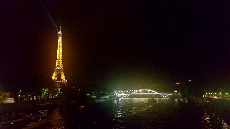돌아오는 길에 본 에펠탑.. 이제 파리도 안녕이구나^^