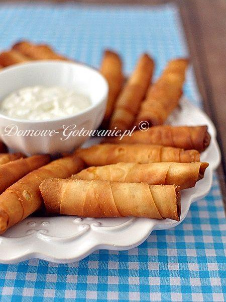 Sigara böreği Tureckie cygara. Smażone ruloniki z nadzieniem z sera feta, grubości palca. Smakują zarówno na ciepło, jak i na...
