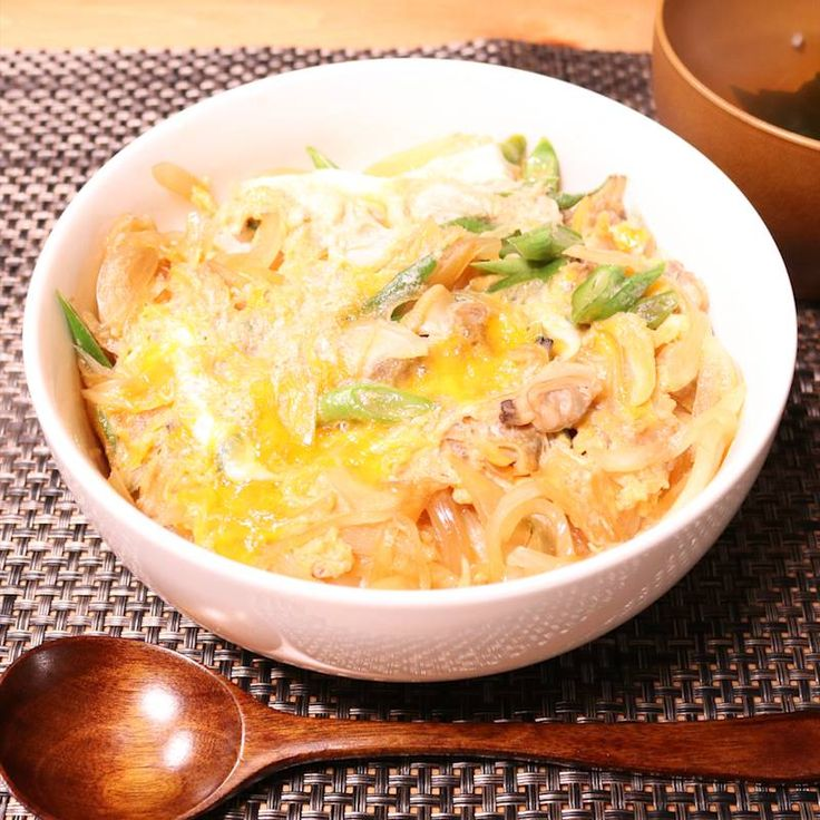 ふわとろ美味しい!あさりの卵とじ丼 | 料理動画(レシピ動画)のkurashiru [クラシル]