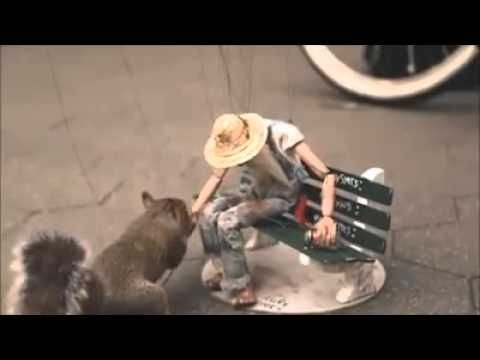 A marionette in Manhattan : Song Quantanamera - YouTube