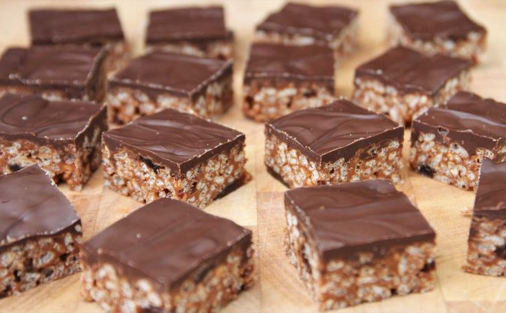 Such a quick and simple treat to make, loved by adults and children alike. This luxurious MARS BAR CRISPY doesn't scrimp on chocolate. Recipe on my blog. Lainey x