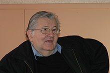 Jean-Marie Pelt, biologiste et pharmacien agrégé, botaniste-écologue, professeur honoraire des universités en biologie végétale et pharmacognosie. Il fut maire adjoint de Metz, ville où il préside l'Institut européen d'écologie, une association de recherche et de promotion de l'écologie notamment en milieu urbain