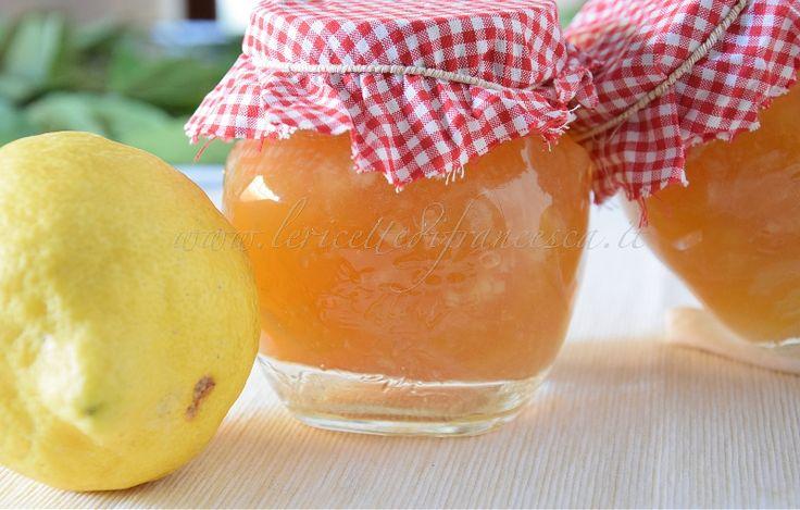 la marmellata di limoni è una ricetta base fatta soltanto con limoni biologici e zucchero. Può essere realizzata con metodo classico o con bimby