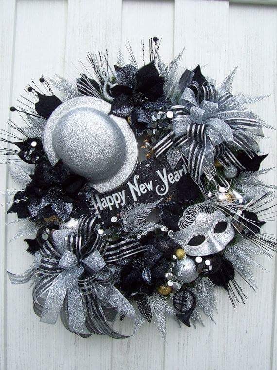 This wreath idea is just perfect for main door decoration using lovely craft items, wreath wire, and sparkling decorative pieces.