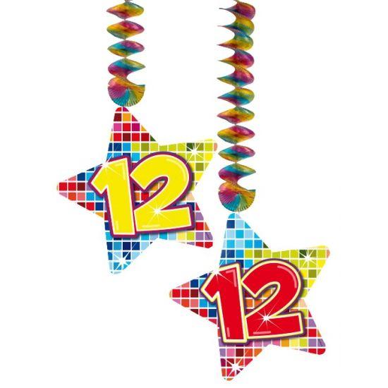 Hangdecoratie sterren 12 jaar. Hangdecoratie in de vorm van sterretjes met het getal 12. De decoratie is verpakt per 2 stuks en is ongeveer 13,3 x 16,5 cm groot.