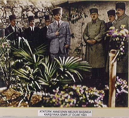İzmir Zübeyde Hanım'ın mezarlığında
