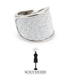 Anello Rebecca Gioielli collezione Half Moon in bronzo bagno oro bianco e glam film. #rings #sciccherie #jewels #Rebecca