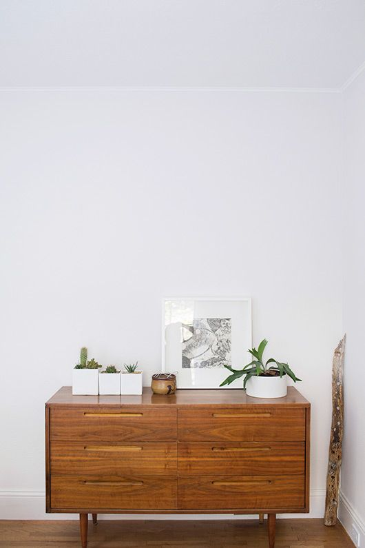stand a picture on a dresser instead of hanging it up. via @sfgirlbybay / victoria smith