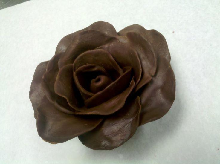 Trandafiri din plastelina de ciocolata