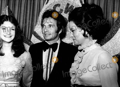 Merle Haggard Wife | Merle Haggard with His Wife Bonnie and Daughter #A1309 Photo by Globe ...hes definitely my cousin. He favors my papa in this pic