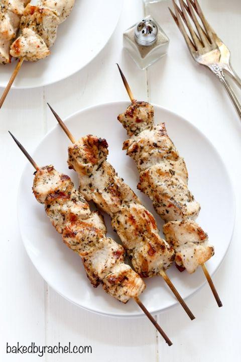 Grilled chicken kabobs with homemade Italian marinade recipe from @bakedbyrachel