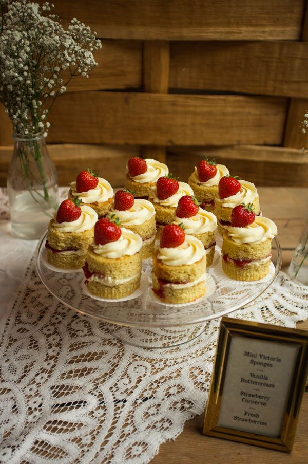 Mini Victoria sponges with vanilla buttercream, strawberry conserve and fresh strawberries by oliveandanchovy.com