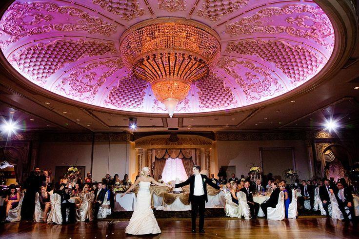 Bursa'nın En İyi Düğün Mekanları  Hayalinizde nasıl bir düğün varsa, tüm seçeneklerin bulunduğu büyülü şehir Bursa. Yeşiliyle nam salmış bu benzersiz şehir, Uludağ beyazlığı ve sadeliğini yaşayabilirsiniz, Mudanya ya gittiğinizde deniz kenarı ve deniz havası alabilirsiniz. Ayrıca civar köylerindeki düğün mekanlarında otantik bir düğün organizasyonu yapabilir ve hayatınızın en unutulmaz düğününü yapabilirsiniz.