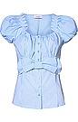 Figurbetonte Damen-Trachten-Bluse von van Laack in Weiß-Hellblau. Diese bezaubernde Trachten-Bluse im Vichy Karo-Dessin ist mit einer dekorativen, großen Schleifen-Applikation im Taillenbereich sowie mit modischen, gerafften Puffärmeln, einem eckigen Ausschnitt und einer durchgehenden Knopfleiste ausgestattet. Idealer Begleiter zu Jeans und Trachten-Blazer.