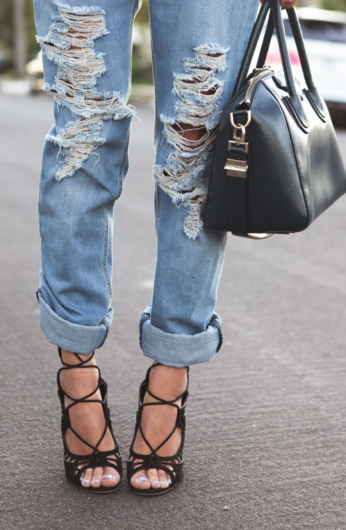 Dress up a pair of ripped boyfriend jeans with some killer heels. Perfect for a smart casual night out.