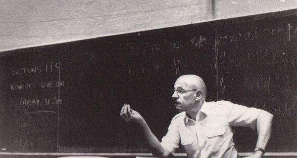 """La revista De Filosofía tiene el gusto de presentar por primera vez al mundo hispanoparlante esta entrevista realizada a Michel Foucault en 1980 llamada """"El poder, los valores morales y el In…"""