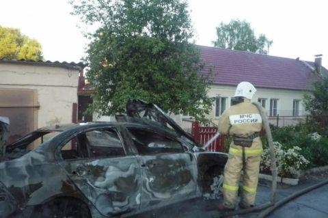 Автомобиль выгорел полностью