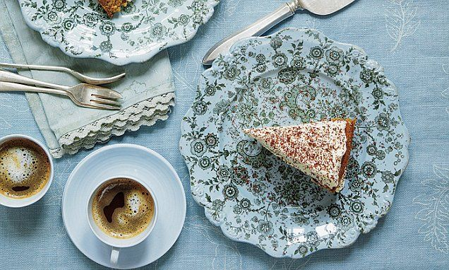 A light, fatless sponge with a mascarpone icing – this would be lovely to serve as a dessert for a special celebration or for a teatime treat.