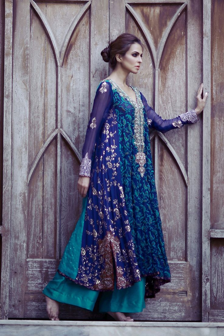 Pakistani fashion | Peacock Blue Embroidered Kamdani (Q32)Rs: 65,000 |Tena durrani.com