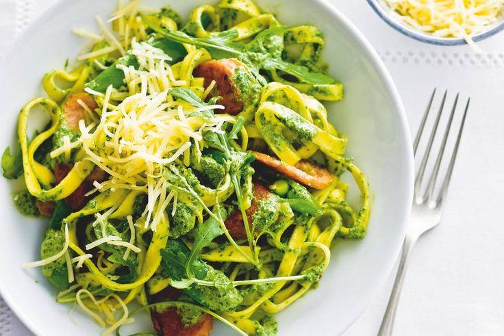 26 juni - Verse pasta in de bonus - Pasta met sugarsnaps en vegaworst - Recept - Allerhande