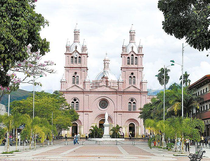 #Colombia recibirá a 54 mil turistas extranjeros esta Semana Santa, según cifras estimadas por las agencias de viajes. Buga es el destino clave en el #ValleDelCauca.