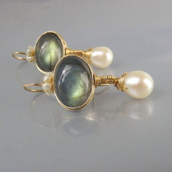 Ovale labradoriet oorbellen Dangle Earrings, unieke Gemstone Earrings, labradoriet parel kroon oorbellen, draad gewikkeld, edelsteen oorbellen door yifatbareket op Etsy https://www.etsy.com/nl/listing/260730893/ovale-labradoriet-oorbellen-dangle