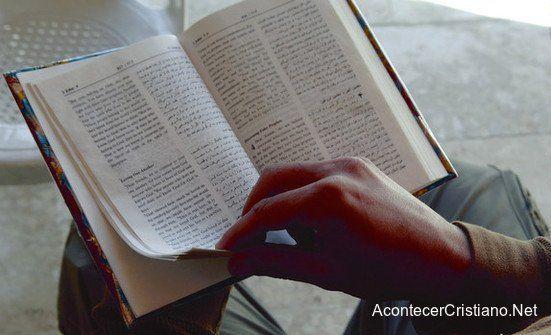 Miles de ex musulmanes piden Biblias para conocer más a Jesús ►Lee más:http://goo.gl/q9Qj5f