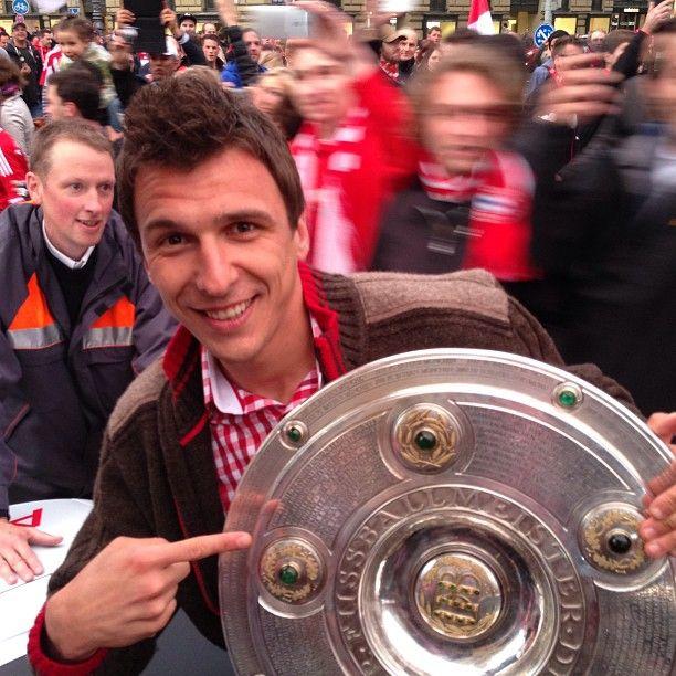 Mario Mandzukic celebrating their title win for FC Bayern.